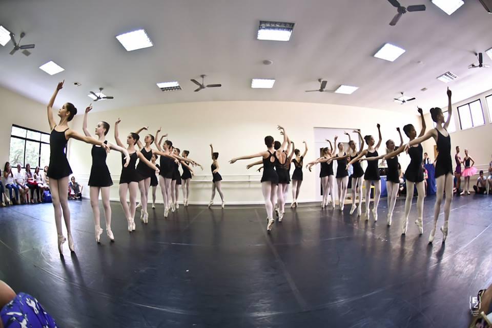 Aulão aberto das Cias Petite Danse