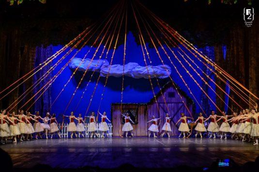 Escola de Dança Petite Danse Espetáculo Os Saltimbancos