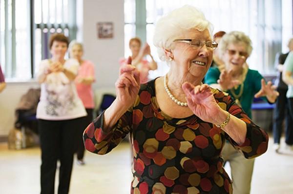 Os benefícios da dança de salão para a terceira idade