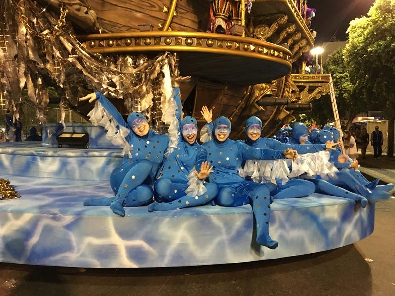 Carro alegórico da Petite Danse foi destaque na Portela