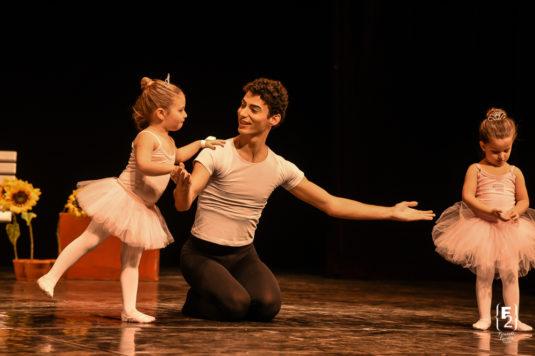 O Festival Mirim é um espetáculo da Escola Petite Danse voltado para crianças entre 4 e 7 anos que acontece no meio do ano letivo.
